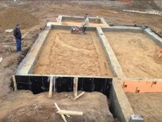 Ленточный фундамент с обратной засыпкой под плиту
