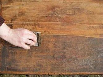 Как снять лак с деревянного пола?
